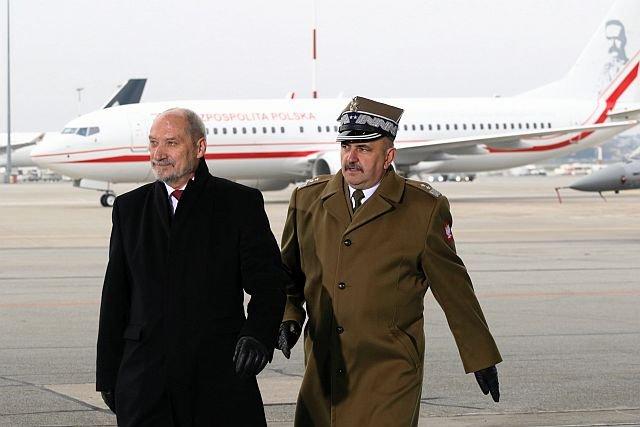 Antoni Macierewicz chwalił się kupnem Boeinga 737 dla polskich VIP-ów. Tyle, że od 2017 roku nie ma go kto pilotować