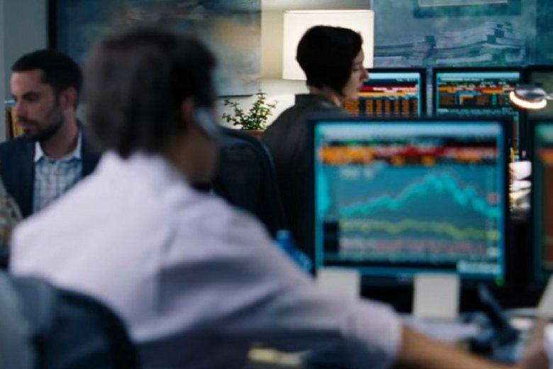 """Ostatnie wyceny bitcoina przyciągnęły do kryptowalut tłum chętnych do inwestowania. Na zdj. kadr z filmu """"Big Short""""."""