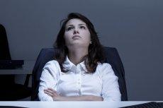 Objawy depresji potęgują się wraz z ponadnormatywną ilością wykonywanej pracy. U kobiet pracujących więcej niż 55 godzin tygodniowo rośnie o 7,3 proc. w stosunku do grupy pracującej standardowe 35-40 godzin.