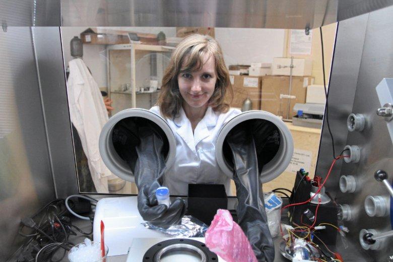 Olga Malinkiewicz, jedna z założycielek Saule Technologies, która opracowała pierwszy na świecie prototyp zasilacza do smartfonów z wykorzystaniem perowskitów.