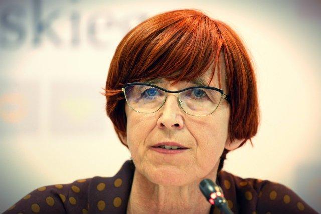 Elżbieta Rafalska zapowiada radykalne rozwiązania dotyczące umów o dzieło.