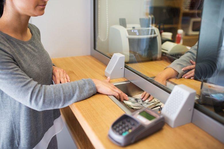 Odpuszczając zyski z lokat Polacy tracą miliardy na rzecz banków