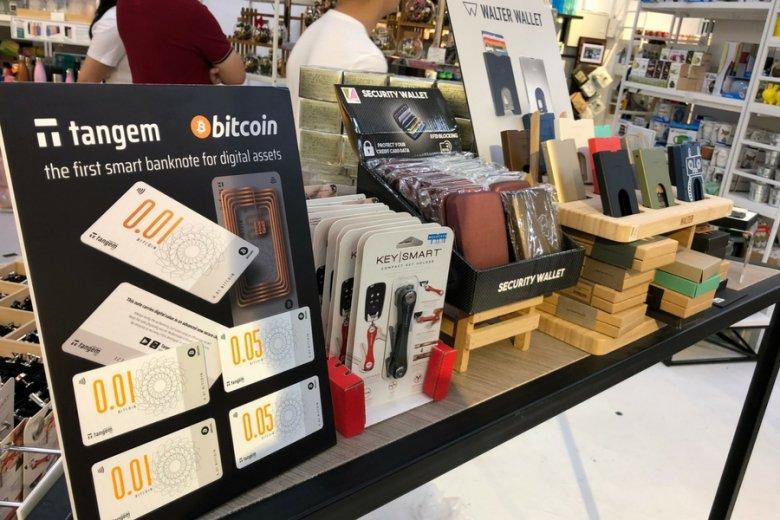 """Bitcoiny w formie gotówki mają trafić do """"zaufanych dystrybutorów"""" na całym świecie."""