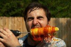 Pewien YouTuber sparodiował wyzwanie z wiertarką i kukurydzą, którego skutki były zatrważające