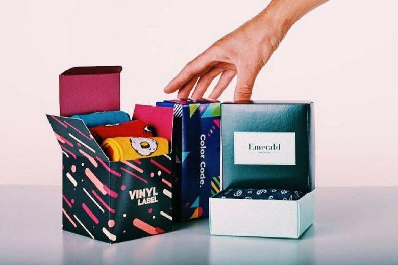 Sekret firmy: krótkie serie spersonalizowanych pudełek dla wyrafinowanych klientów.