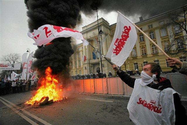 Solidarność zapowiada masowe protesty. We wtorek spotkanie z premierem Morawieckim, od którego będzie zależeć decyzja o demonstracjach.