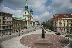 Widok z gmachu Pałacu Staszica - głównej siedziby PAN - na Krakowskim Przedmieściu w Warszawie