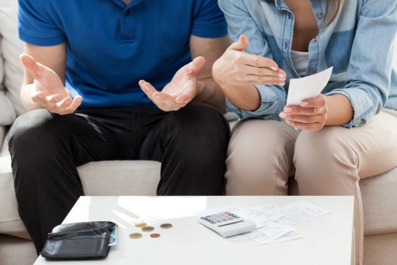 Jedno konto i jedna pula pieniędzy cementują związek. Spierać się można do woli, aż w końcu dojdzie się do jakiegoś wspólnego punktu - twierdzą eksperci.