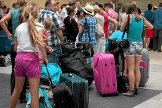 """Mężczyzna przywiózł w walizce z wakacji w Egipcie 2,5 kg zakazanej """"pamiątki"""". Dziś grozi mu więzienie."""