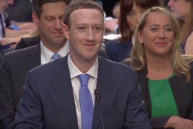 Zuckerberg nie odpowiedział praktycznie na żadne pytanie, co rozzłościło wielu europarlamentarzystów. Prześlą mu zapisy swoich pytań na piśmie i będą żądać odpowiedzi.