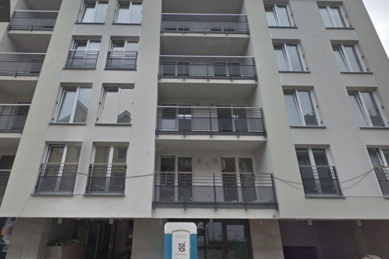 Budynek przy ul. Czapelskiej 25. Czwarte piętro miało być połączone z trzecim. Niestety nie wiedzieli o tym lokatorzy, którzy kupili mieszkania na ostatnim piętrze jako odrębne lokale.