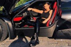 Ile wart jest majątek Kylie Jenner, najmłodszej z sióstr Kardashian? Forbes wycenia jej majątek na 900 mln dolarów.