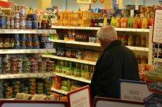 Sanepid wycofał ze sklepów tysiące butelek wód źródlanych Józefowianka i Świętokrzyska.