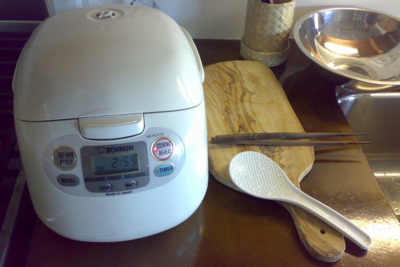Zdaniem wielu amatorów ryżu nikt nie produkuje lepszych robotów do gotowania tej potrawy niż Japończycy. W ich kuchni honorowe miejsce zajmuje sprzęt nazywany Suihanki
