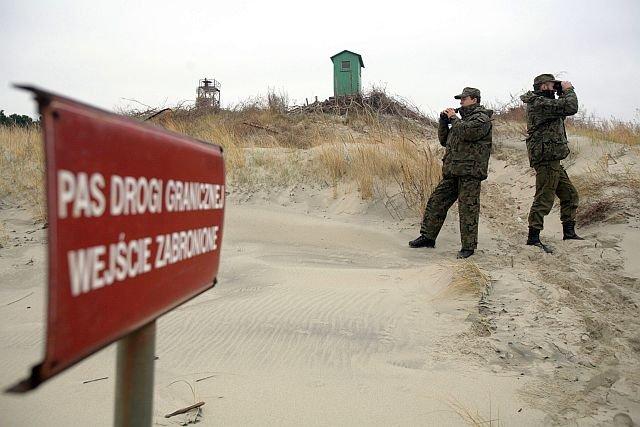 Patrol Straży Granicznej na Mierzei Wiślanej. Jej przekopanie ma nas uniezależnić od Rosji, współwłaściciela tego skrawka terenu