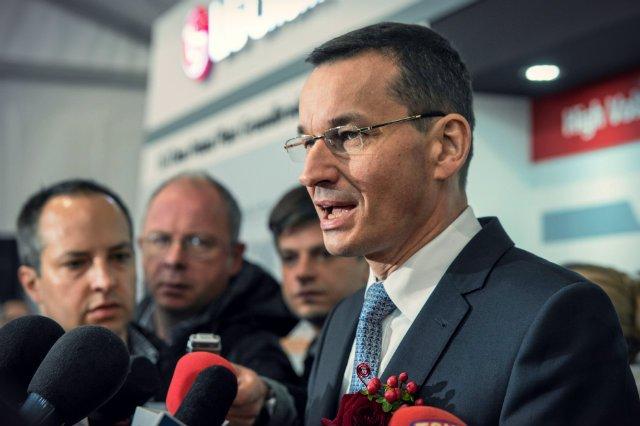 """Minister Finansów Mateusz Morawiecki podczas wizyty w gdańskim terminalu kontenerowym podzielił się swoimi opiniami na temat zamieszania wokół budzących kontrowersje """"ustaw sądowych"""""""