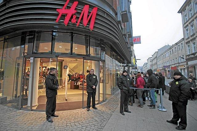 H&M dopuszcza się palenia tony ubrań, których nie udało mu się sprzedać.
