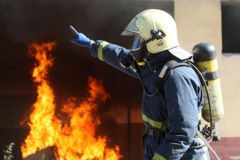 Grecki strażak podczas ćwiczeń w Salonikach. Służby pozostają od lat niedoinwestowane, mimo świadomości zagrożenia.