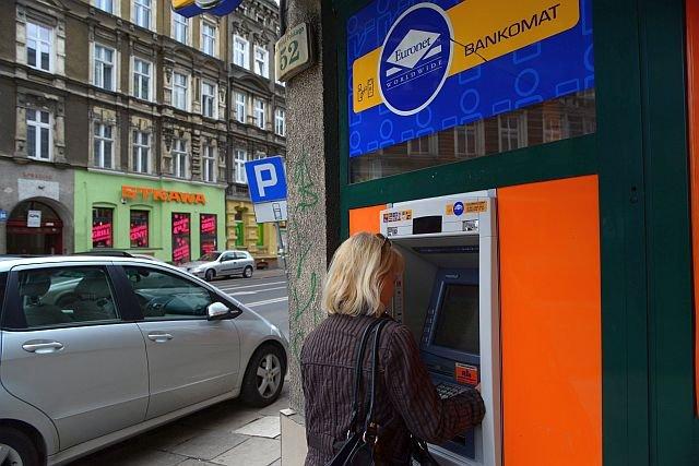 Z bankomatów Euronetu nie wypłacisz więcej, niż 1000 zł za jednym razem. Sieć chce zarabiać na większej liczbie prowizji