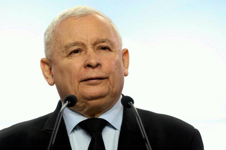 Do polityki nie idzie się dla pieniędzy - to motto prezesa PiS, Jarosława Kaczyńskiego, przyświeca kampanii na rzecz cięcia pensji polityków i samorządowców.
