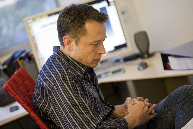 Elon Musk ustępuje z roli prezesa Tesli za żarty o marihuanie. Zastąpi go koleżanka z rady nadzorczej.
