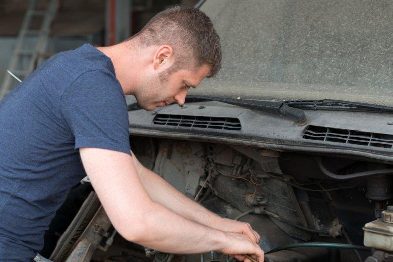Nawet milion starych aut z Europy może być nielegalnie demontowanych w Polsce.