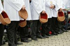 Ile zarabiają polscy księża? W bogatych parafiach w Warszawie i Poznaniu wikary może zarobić nawet 5 tys. złotych miesięcznie na czysto