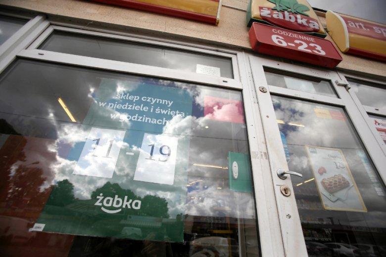 Nowa poprawka do ustawy o zakazie handlu kompletnie wyeliminowałaby z gry sklepy franczyzowe sieci takich jak Żabka czy Carrefour Express.