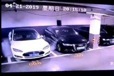 Zaparkowana w podziemnym parkingu Tesla Model S spłonęła, co uchwycił monitoring.