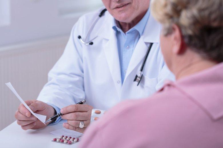 Aktorzy udający lekarzy i polecający pacjentom suplementy, mogą wprowadzić w błąd konsumentów.