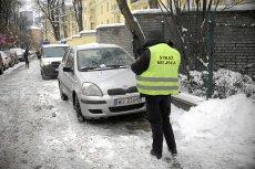 Obecnie straż miejska nie musi jechać do źle zaparkowanego auta - wystarczą jej zdjęcia