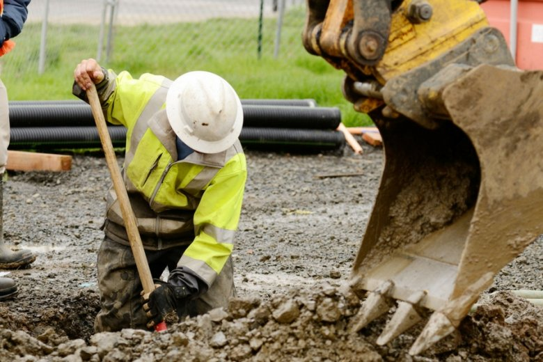 Podwykonawcom w branży budowlanej trudno procesować się z każdym inwestorem, są więc na straconej pozycji.