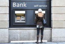 Darmowe korzystanie z bankomatów wkrótce może na dobre odejść do lamusa.