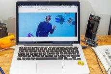 """""""Wiadomość do naszych klientów w sprawie baterii oraz wydajności w iPhone`ach"""" – zatytułował swój list Apple. Jego treść jest dla giganta z Cupertino dość charakterystyczna, coś na zasadzie: """"Przepraszamy, ale…właściwie nic złego nie zrobiliśmy"""""""