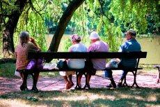 Aby zapobiec zapaści systemu emerytalnego, rząd rozważa rozwiązanie, w którym dzieci będą dorzucać się do emerytury rodziców.