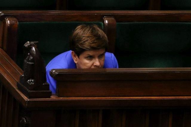 """Premier Beata Szydło twierdziła, że jej rząd nie będzie podnosić podatków, przecież """"wystarczy nie kraść"""". Stało się inaczej - w tym roku dopłacimy do jej rządów ponad 27 mld złotych"""