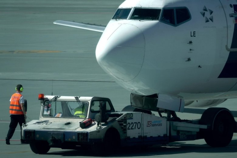 """PLL LOT kończy rok z tytułem """"Najlepszej linii lotniczej w Europie Wschodniej"""" przyznawanym przez magazyn """"Global Traveler""""."""