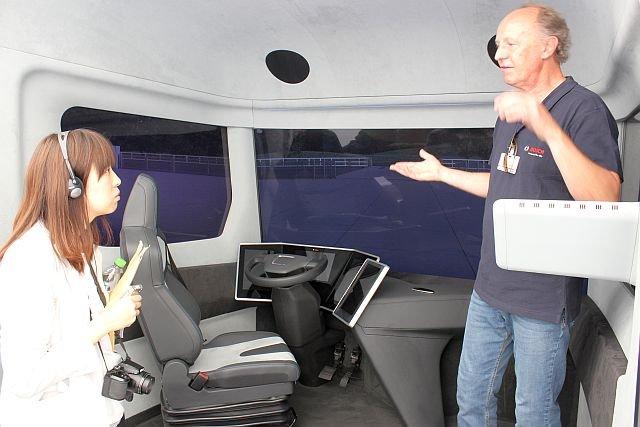 Wnętrze ciężarówki przyszłości. Nie tylko mi trudno było uwierzyć w to, co Niemcy o niej opowiadali