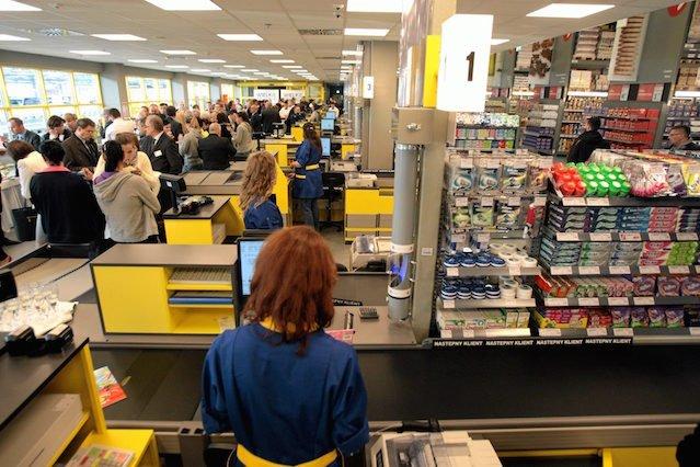 W supermarkecie zarobisz więcej niż w sali sądowej.