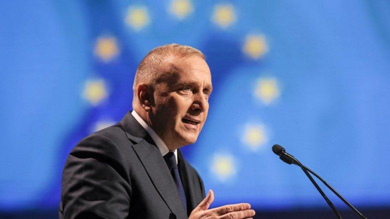 Grzegorz Schetyna, po odsunięciu PiS od władzy, planuje zaproponować Polakom wejście do strefy euro.
