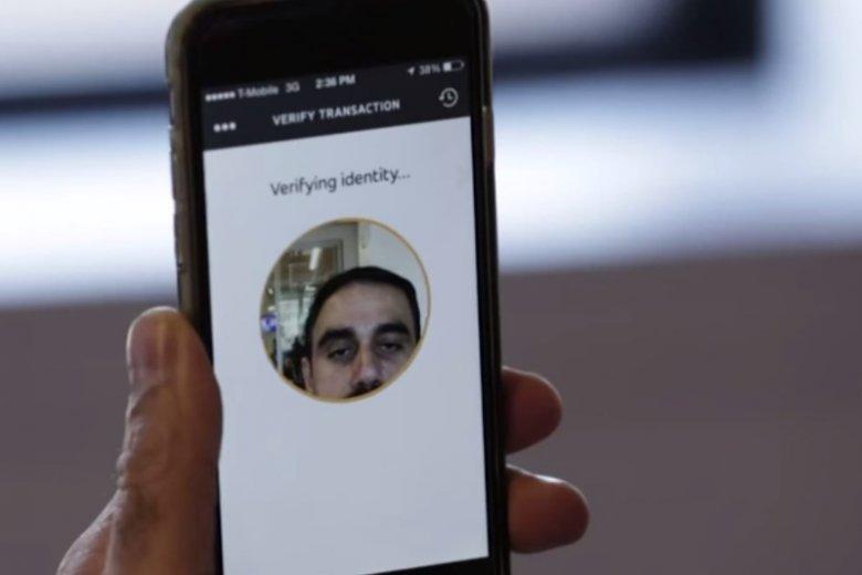 Za pomocą selfie...będziesz mógł zapłacić za zakupy. Mastercard testuje skanowanie twarzy jako metodę płatności.