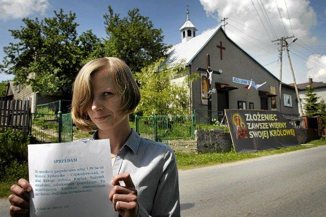 Ilona Gajewska z Zawiercia ma dostać 240 zł za to, że parafia korzysta z kaplicy na jej działce