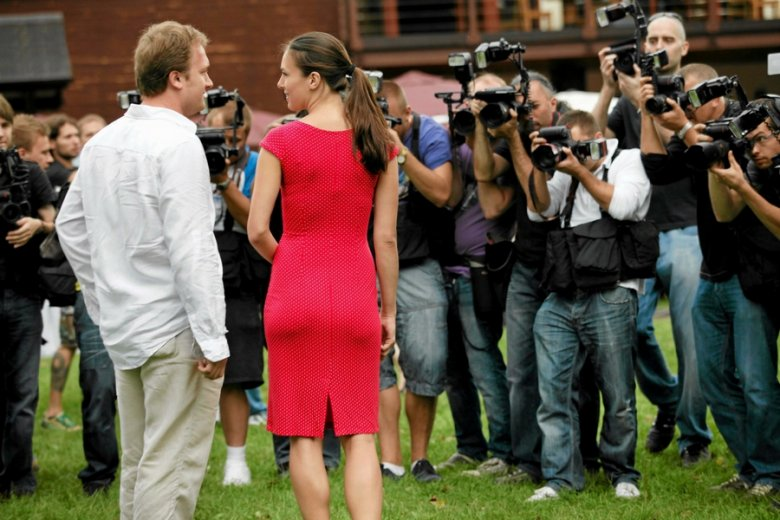Paparazzi nie spuszczają z celebrytów oka. Z ich współpracowników również.