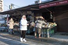 """Bazary i targowiska nie są objęte zakazem handlu - wyjaśniają urzędnicy. W """"zakazane"""" niedziele można też otwierać punkty ksero i biura podróży"""