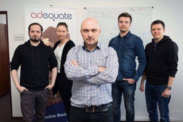 Witold Wrodarczyk, dyrektor operacyjny Adequate Interactive Boutique wraz z zespołem