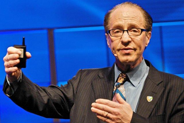Ray Kurzweil przewidział przed niespełna 20 laty, że urządzenia mobilne będzie można obsługiwać głosowo.