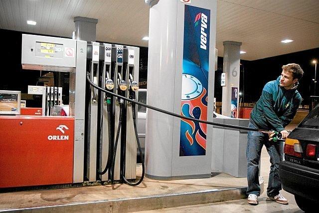Płacimy za paliwo średnio o 35 groszy więcej, niż jeszcze miesiąc wcześniej