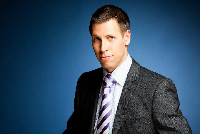 Sergiusz Prokurat to doktor nauk ekonomicznych. Obecnie pracuje jako wykładowca m.in. w Wyższej Szkole Gospodarki Euroregionalnej i Wyższej Szkole Finansów i Zarządzania