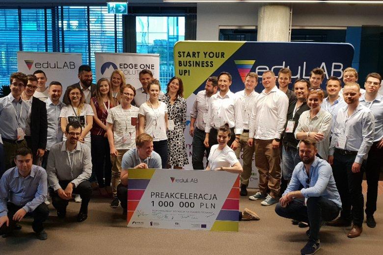 eduLAB to należący do Edge One Solutions akcelerator, który start-upom z sektora edTech oferuje wynagrodzenie w trakcie prac nad projektem oraz gwarantuje ich komercjalizację.
