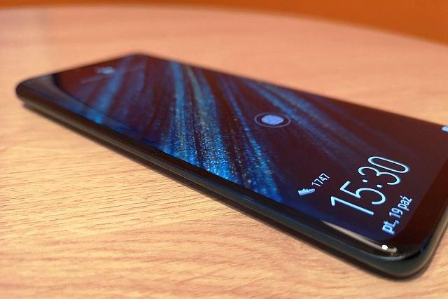 Huawei Mate 20 Pro robi zbliżone jakościowo zdjęcia nocne, co P20 Pro